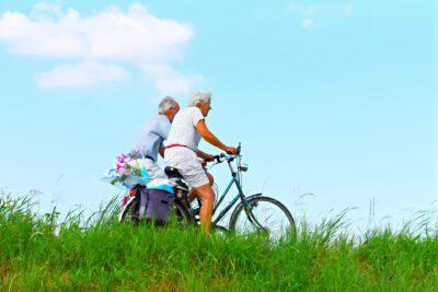 Ältere Menschen, sorgenfrei in die Zukunft